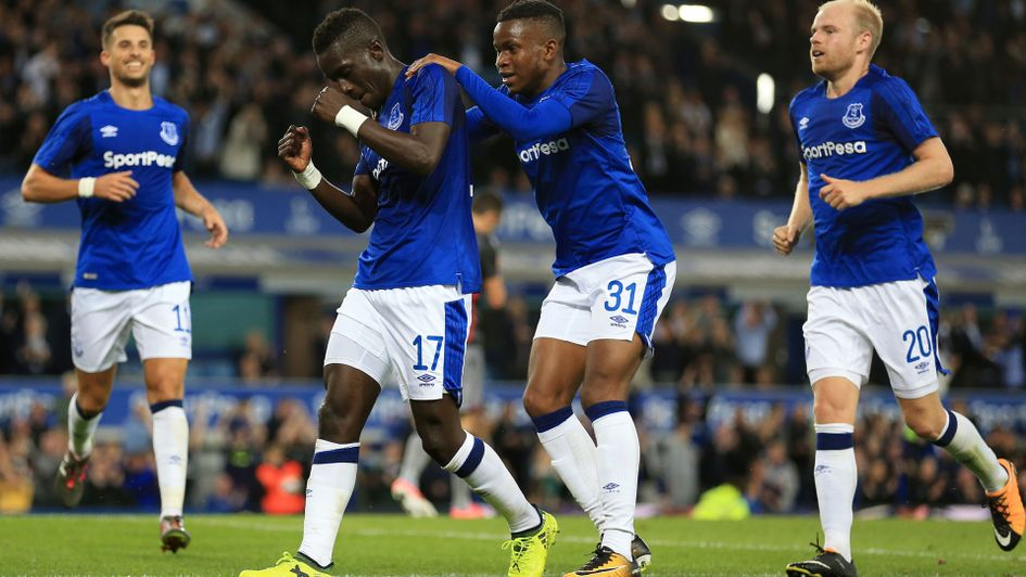Spectacular Sigurdsson strike helps send Everton through in Europa League