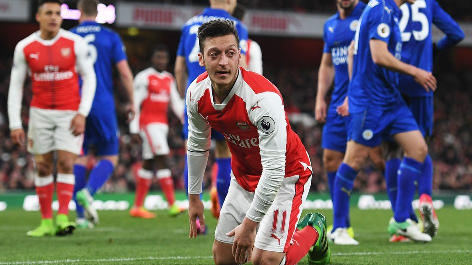 Ozil lets Arsenal know he wants move to rivals